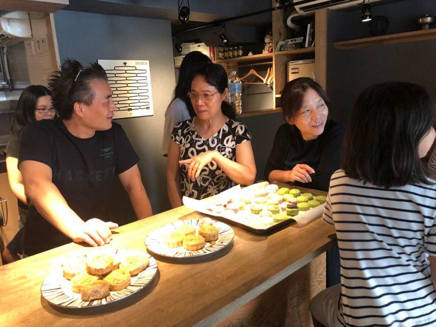 武汉大学美食俱乐部首次活动—中秋佳节做月饼